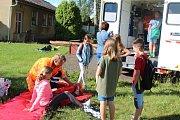 Žáci si vyzkoušeli ošetření ran, prohlédli si hasičský vůz, nebo zhlédli protiteroristický film.