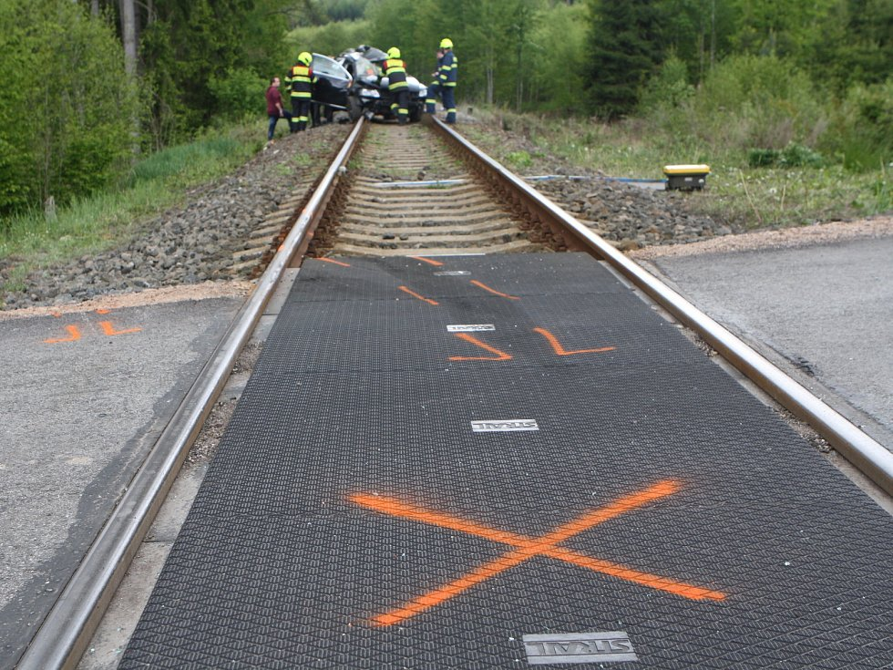 Nehoda na železničním přejezdu. Ilustrační foto.