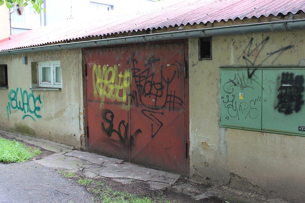 V posledních čtrnácti dnech došlo v Rakovníku k poškození hned dvou budov.