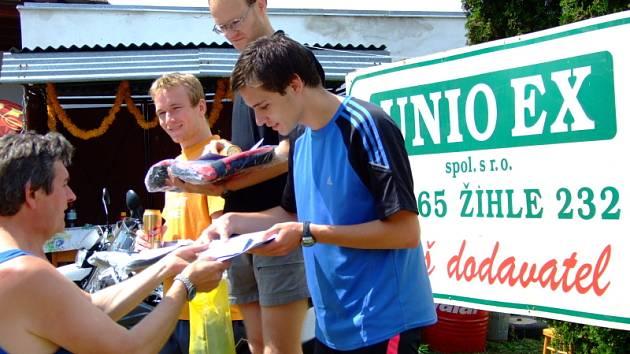 Běh přátel piva v obci Václavy