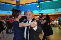 Kulturní centrum Rakovník hostilo devátý Letecký ples na téma slavných dvojic.