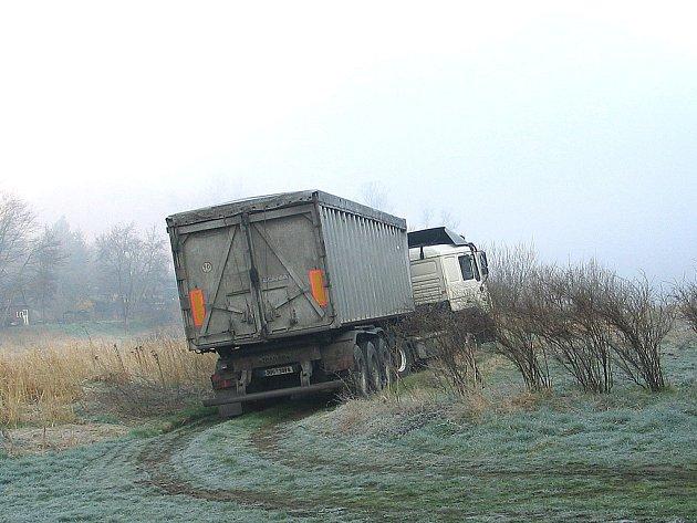 zapadlý kamion