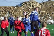 Zimní turnaj na umělé trávě ve Strašecí. Okresní derby: Sokol Nové Strašecí - FK Kněževes 5:0 (0:0)