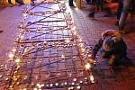 Předvánoční cesta rakovnickým náměstím plná světel, hudby, divadla, pohody, svařáku a jiných tradičních dobrot. To je tradiční Adventní svícení.