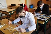 Studenti SZEŠ Rakovník v rámci praktické maturitní zkoušky prokazovali své znalosti z informačních a komunikačních technologií a poznávání.