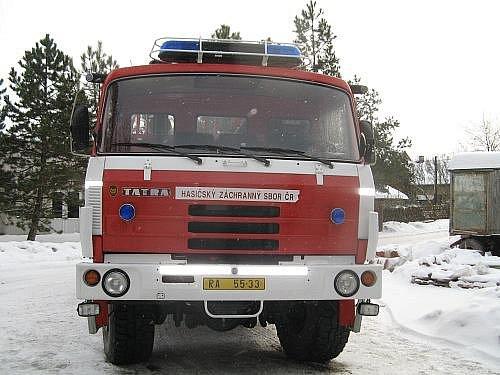 SDH Jesenice získal od profesionálních hasičů z Rakovníka  tatrovku
