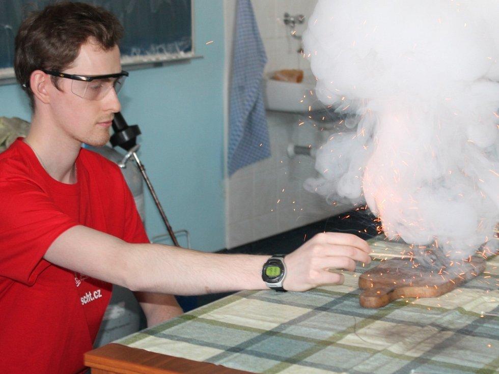 Chemické pokusy na gymnáziu