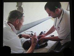 Přednáška lékaře Rastislava Maďara v Pavlíkově o humanitární pomoci Africe
