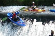 Setkání vodáků v rámci Českého poháru provází na řece sice pohoda uprostřed krásné přírody, ale o dramatické okamžiky plné adrenalinu není nikdy nouze.