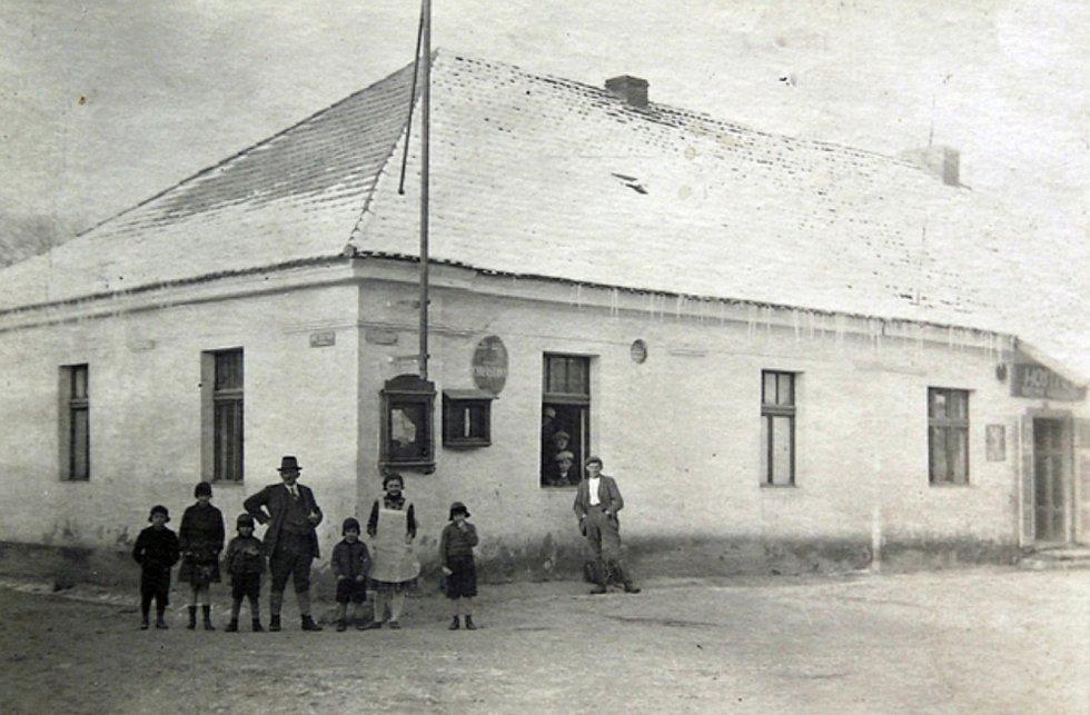 Dům čp. 11, dnes obchod Jednoty.