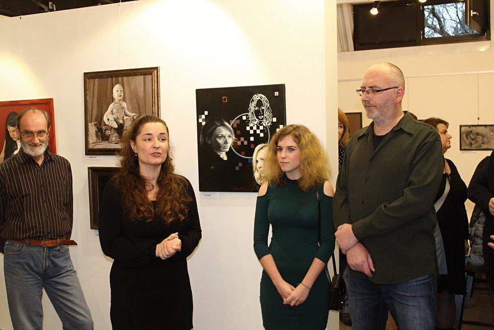 Slavnostní vernisáž Romana Ch. Skleničky v mansardě rakovnického muzea.
