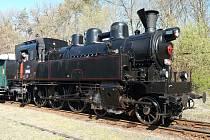 """Parní lokomotiva 354.195 """"Všudybylka""""."""