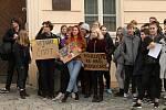 Rakovničtí studenti vyšli do ulic a připojili se ke stávce za klima. Během protestu zamířili také na radnici, kde předali místostarostovi města Jan Šváchovi otevřený dopis.