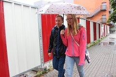 Čtvrteční deštivý den v Rakovníku překazil také tradiční trhy na Husově náměstí.