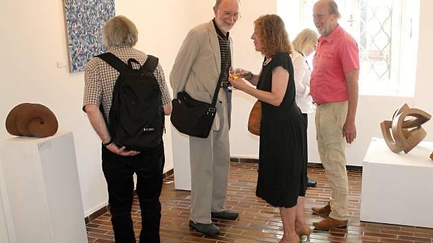 Výstavní síně Rabasovy galerie hostí výstavu Dialogy tvarů.