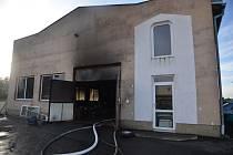 V obci Čistá na Rakovnicku došlo k požáru autodílny.