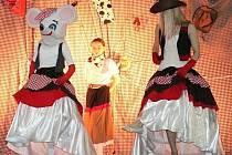 Westernový karneval v Lišanech si děti náramně užily.