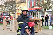 Na rakovnickém náměstí se v sobotu soutěžilo O pohár starosty Krajského sdružení hasičů.