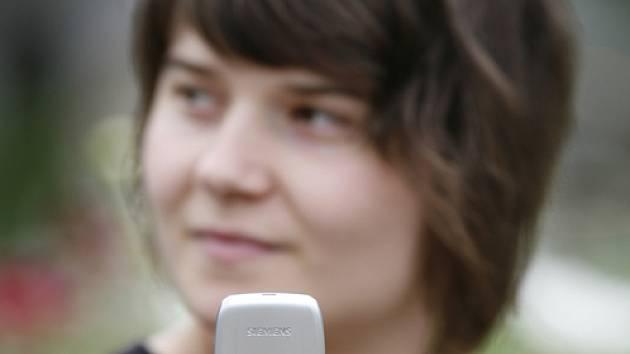 Ve čtvrtek se objevila informace, že Češi zlomili rekord v počtu odeslaných SMS zpráv v průběhu Štědrého dne. Oproti loňskému roku poslali o 2,2 milionu SMS více. Nový štědrovečerní rekord tak zní 72,2 milionu zpráv