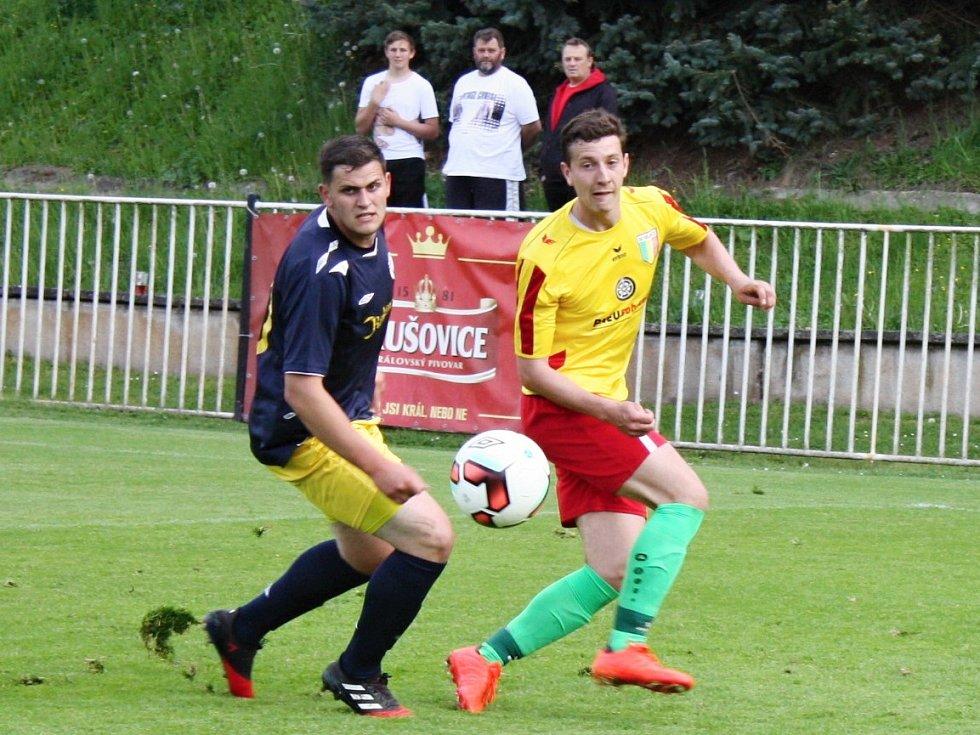 Fotbalisté SK Rakovník porazili Rejšice překvapivě vysoko 4:0, když se hattrickem blýskl Petr Tvrz.