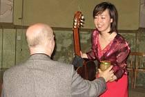 Japonská kytaristka v Rakovníku