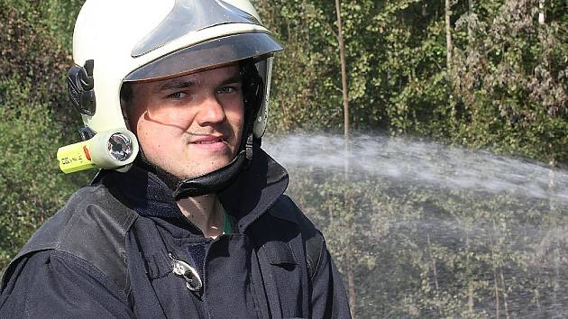 Požár skládky pneumatik v Rynholci