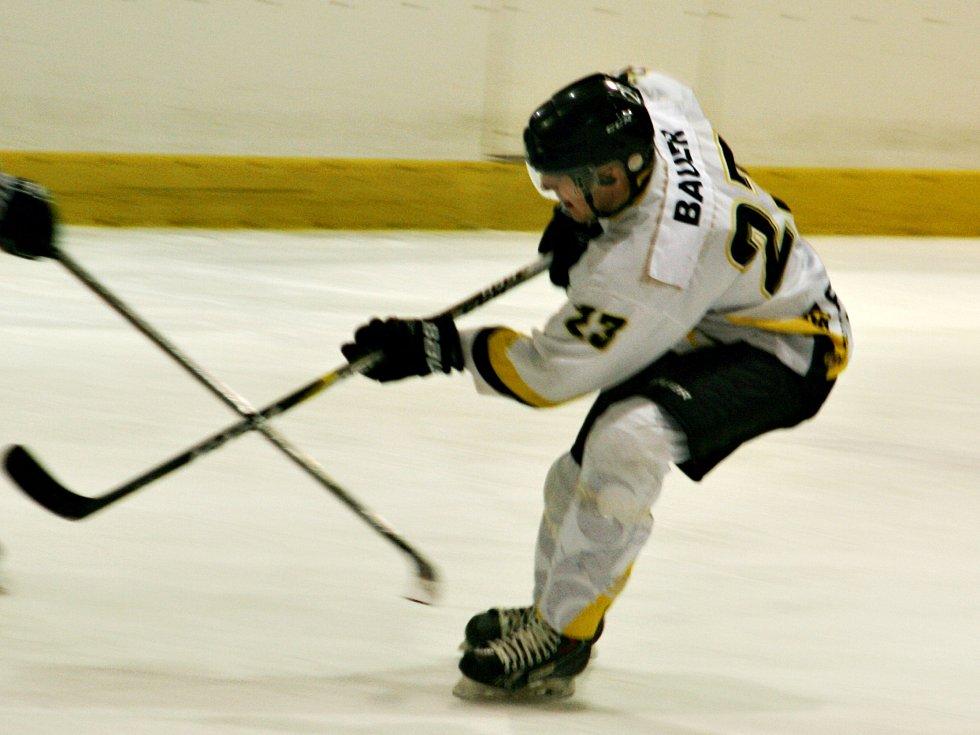 Rakovničtí hokejisté zvládli poslední duel základní části krajské ligy, když porazili Příbram 5:2 a postoupili do play off
