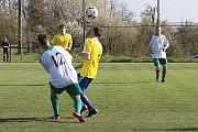 Z fotbalového utkání okresního přeboru Kněževes - Hředle (2:7)