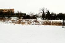 Pozemek, kde mělo vyrůst dvanáct bytových jednotek