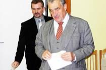 První místopředseda vlády a ministr zahraničních věcí ČR Karel Schwarzenberg volil v Sýkořici na Rakovnicku.