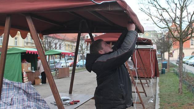 Příprava adventních trhů v Rakovníku