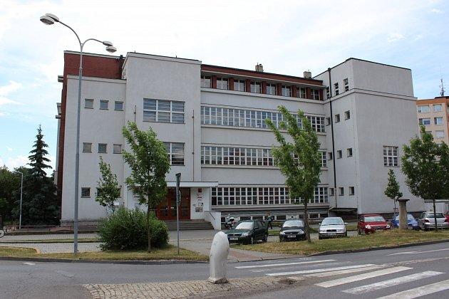 Budova Masarykovy obchodní akademie v Rakovníku.