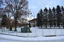 Na zahradě ZŠ a MŠ Pavlíkov přibyde v nejbližší době výukový venkovní altán, ale také multifunkční hřiště s umělým povrchem.