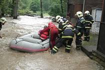 Rozvodněný Tyterský potok u Rozvědčíka