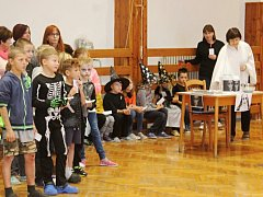 Halloween se na šanovské základní škole stává tradicí.