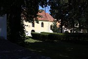 Podle pověstí mělo v místech dnešního kostelíka sv. Jiljí vzniknout vůbec první osídlení rakovnického údolí. Dnešní pohled na okolí kulturní památky tomu ale příliš nenapovídá.