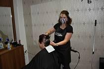 Také rakovnická kadeřnice Nikola Sánchezová pociťuje v těchto dnech velký nápor klientů.