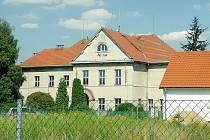 Budova školy ve Skryjích
