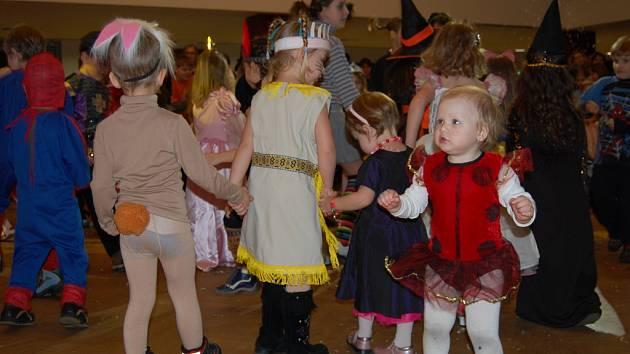 Dětský karneval s Jirkou Ladrou v rakovnickém KC.