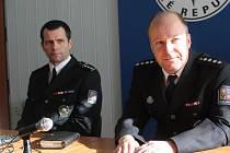 Policisté Jiří Šiler (vlevo) a Jiří Jurgovski