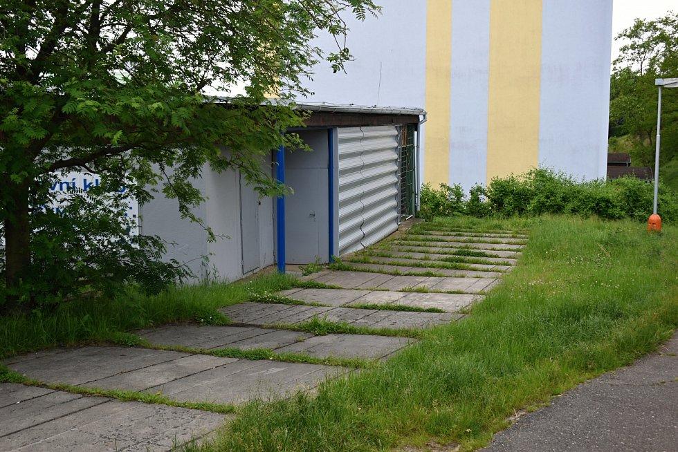 Sportovní klub Mec GYM vlastní ve Fojtíkově ulici v Rakovníku dvě tělocvičny. Svoje zázemí potřebuje díky velkému zájmu z řad cvičenců ještě rozšířit.