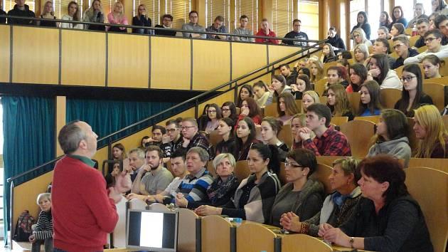 Václav Klaus ml. diskutoval s mladými ekonomy i zájemci z řad veřejnosti nejen o českém školství.