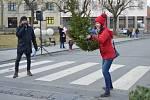 V Novém Strašecí soutěžili v hodu vánočním stromkem.