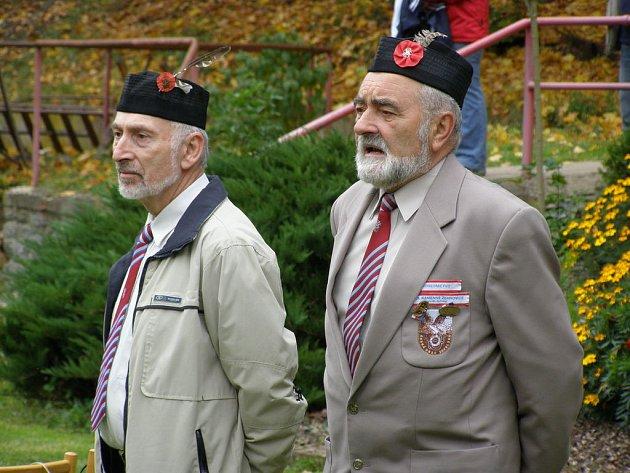 Starosta TJ Sokol Křivoklát Pavel Kašpar (vlevo) a starosta Župy Budečské při zdravicích.