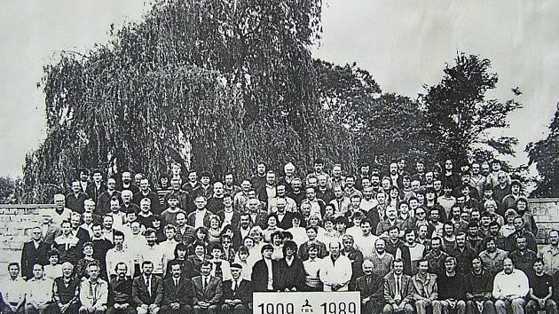 Zaměstnanci podniku TOS v roce 1989.