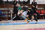 Rakovničtí pozemní hokejisté (v černém) vyhráli semifinále nad Bohemians Praha, poté zvládli i finálové střetnutí se Slavií Praha a stali se halovými mistry republiky.