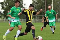 Tatran Rakovník (v zeleném) doma porazil Březovou 2:1 po rozstřelu.