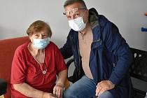 S velkým povděkem bral opětovnou možnost návštěv i karikaturista Milan Kounovský, který má v rakovnickém domově seniorů svoji maminku.