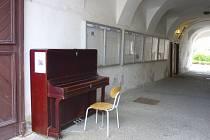 Celorepublikově úspěšný projekt Piana na ulici letos již podruhé doputoval do Rakovníka