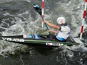 V závodě kanoistů K1 si s nástrahami roztocké trati nejlépe poradil zlatý Tomáš Zima z Roudnice nad Labem ( na snímku). Nejlepší domácí závodník Vojtěch Vejvoda se umístil na hranici první čtvrtiny startovního pole na 31. místě.